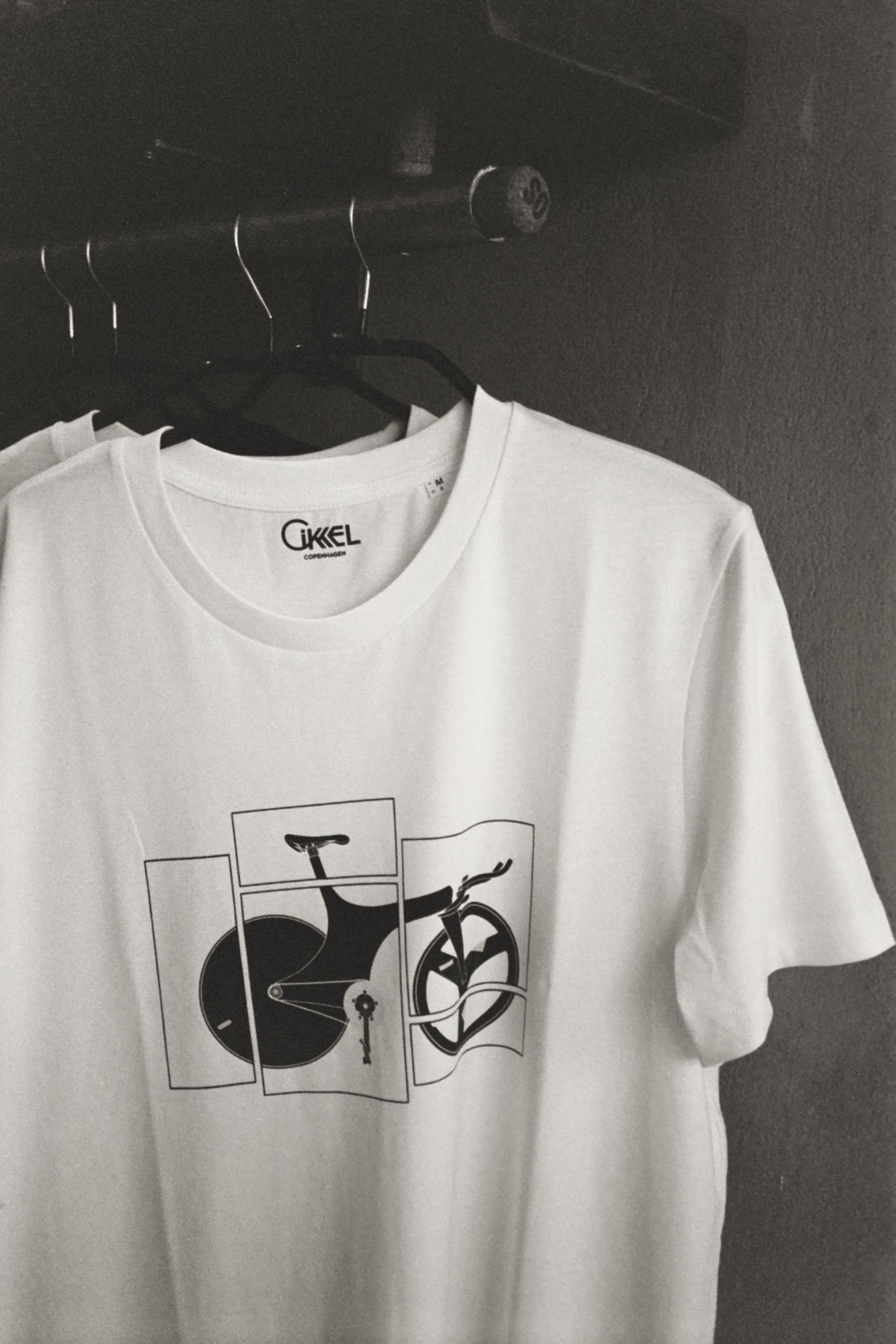 Cikkel t-shirts: 300,-